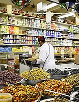 Nederland  Beverwijk  2017. De Bazaar in Beverwijk. De Bazaar in Beverwijk is al 37 jaar de plek waar uiteenlopende culturen samenkomen en is de grootste overdekte markt in Europa. De Bazaar bestaat uit verschillende marktdelen. Marokkaanse etenswaren.    Foto mag niet in negatieve context gebruikt worden.    Foto Berlinda van Dam / Hollandse Hoogte