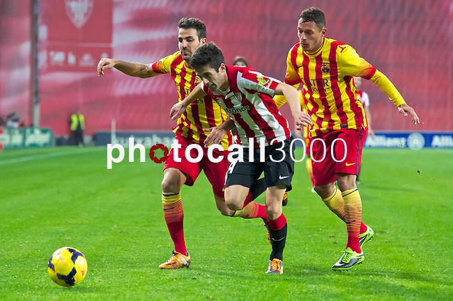 BILBAO.ESPAÑA.FÚTBOL.<br /> Partido de La Liga BBVA entre el Ath.Club y el Barça , a 01/12/2013.<br /> En la imagen :<br /> 4Cesc Fabregas (FC Barcelona)<br /> 14Markel Susaeta (Athletic Bilbao)