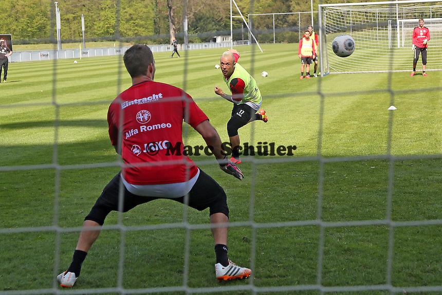 Kevin Trapp gegen Stephan Schröck - Eintracht Frankfurt Training