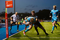 Tom Howe of Worcester Warriors scores a try in the second half. Premiership Rugby Cup match, between Saracens and Worcester Warriors on November 11, 2018 at Allianz Park in London, England. Photo by: Patrick Khachfe / JMP