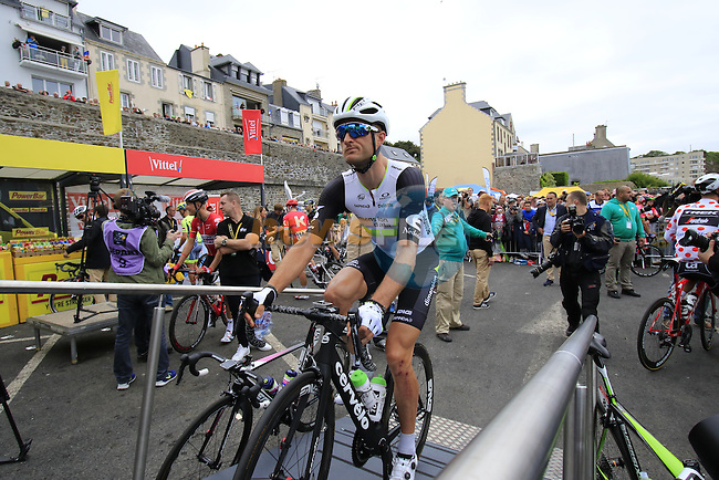 Steve Cummings (GBR) Dimension Data at sign on before the start of Stage 3 of the 2016 Tour de France, running 223.5km from Granville to Angers, France . 4th July 2016.<br /> Picture: Eoin Clarke | Newsfile<br /> <br /> <br /> All photos usage must carry mandatory copyright credit (&copy; Newsfile | Eoin Clarke)