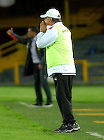 BOGOTA - COLOMBIA - 30-04-2016: Nestor Otero, técnico de Rionegro Aguilas, durante partido por la fecha 16 entre Independiente Santa Fe y Rionegro Aguilas, de la Liga Aguila I-2016, en el estadio Nemesio Camacho El Campin de la ciudad de Bogota.  / Nestor Otero, coach of Rionegro Aguilas, during a match of the date 16 between Independiente Santa Fe and Rionegro Aguilas, for the Liga Aguila I -2016 at the Nemesio Camacho El Campin Stadium in Bogota city, Photo: VizzorImage / Luis Ramirez / Staff.