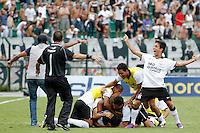 SÃO PAULO, SP,25 JANEIRO 2012 - COPA SAO PAULO DE FUTEBOL JUNIOR 2012 - <br /> Jogadores do Corinthians comemoram vitoria apos partida entre as equipes do Corinthians x Fluminense realizada no Estádio Paulo Machado de Carvalho (SP), válido pela final da Copa São Paulo de Futebol Junior 2012, na manhã desta  quarta feira (25). (FOTO: ALE VIANNA - NEWS FREE).