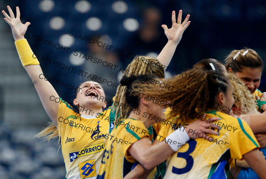 BELGRADE, SERBIA - DECEMBER 20:  Brazil players celebrate their victory after the World Women's Handball Championship 2013 Semi Final match between Brazil and Denmark at Kombank Arena Hall on December 20, 2013 in Belgrade, Serbia. (Photo by Srdjan Stevanovic/Getty Images)