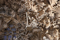 Musician angels; Annunciation ? Incarnation, sculptures by Jaume Busquets, Charity hallway, Nativity façade, La Sagrada Familia, Roman Catholic basilica, Barcelona, Catalonia, Spain, built by Antoni Gaudí (Reus 1852 ? Barcelona 1926) from 1883 to his death. Still incomplete. Picture by Manuel Cohen