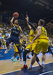 15.05.2018, EWE Arena, Oldenburg, GER, BBL, Playoff, Viertelfinale Spiel 4, EWE Baskets Oldenburg vs ALBA Berlin, im Bild<br /> <br /> Isaiah PHILMORE (EWE Baskets Oldenburg #31) Mickey McCONNELL (EWE Baskets Oldenburg #32)<br /> Stefan PENO (ALBA Berlin #44 )<br /> Foto &copy; nordphoto / Rojahn