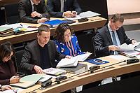 Plenarsitzung des Berliner Abgeordnetenhaus am Donnerstag den 25. Januar 2018.<br /> Im Bild vlnr.: Klaus Lederer, Kultursenator und stellv. Buergermeister, Linkspartei; Ramona Pop, Wirtschaftssenatorin und stellv. Buergermeisterin, Buendnis 90/Gruene; Michael Mueller, Reigierender Buergermeister, SPD. <br /> 25.1.2018, Berlin<br /> Copyright: Christian-Ditsch.de<br /> [Inhaltsveraendernde Manipulation des Fotos nur nach ausdruecklicher Genehmigung des Fotografen. Vereinbarungen ueber Abtretung von Persoenlichkeitsrechten/Model Release der abgebildeten Person/Personen liegen nicht vor. NO MODEL RELEASE! Nur fuer Redaktionelle Zwecke. Don't publish without copyright Christian-Ditsch.de, Veroeffentlichung nur mit Fotografennennung, sowie gegen Honorar, MwSt. und Beleg. Konto: I N G - D i B a, IBAN DE58500105175400192269, BIC INGDDEFFXXX, Kontakt: post@christian-ditsch.de<br /> Bei der Bearbeitung der Dateiinformationen darf die Urheberkennzeichnung in den EXIF- und  IPTC-Daten nicht entfernt werden, diese sind in digitalen Medien nach &sect;95c UrhG rechtlich geschuetzt. Der Urhebervermerk wird gemaess &sect;13 UrhG verlangt.]