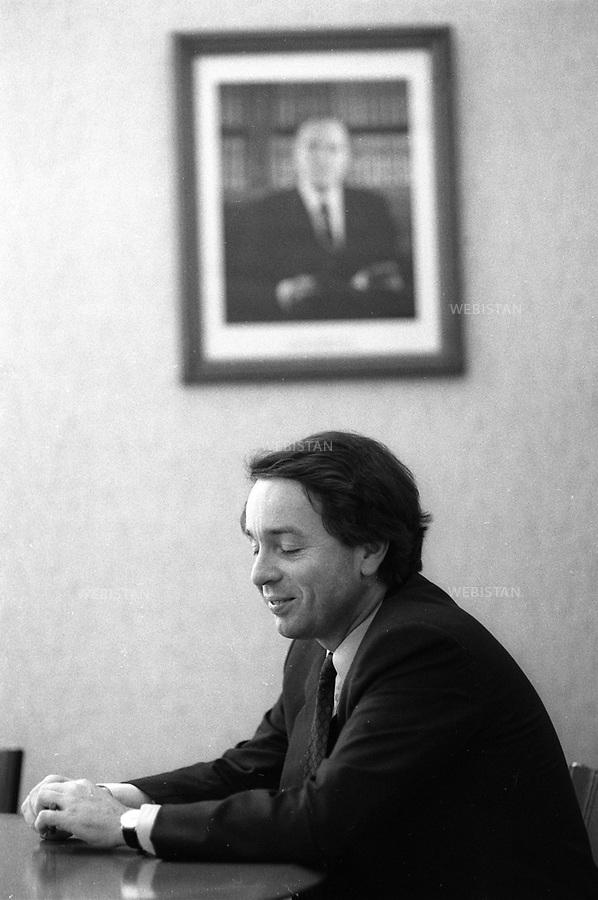 24/03/1989. France. Paris. Jean-Noël Jeanneney, président de la Bibliothèque Nationale de France. France. Paris. Jean-Noël Jeanneney, president of the Bibliothèque Nationale de France (France National Library).