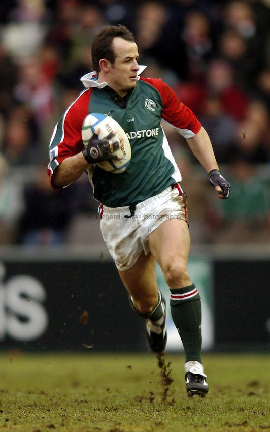 Photo: Richard Lane..Leicester Tigers v Ulster Rugby. Heinenken Cup. 17/01/2004..Austin Healey attacks.