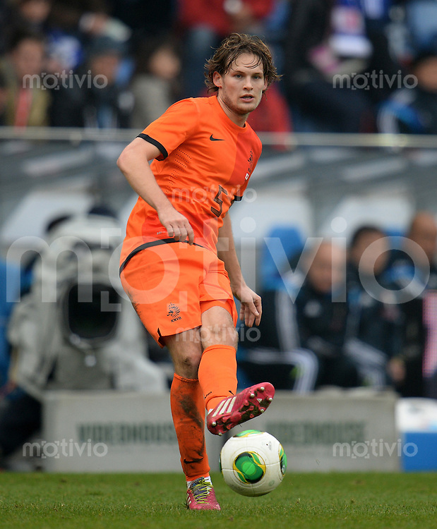 FUSSBALL   INTERNATIONALES FREUNDSCHAFTSSPIEL  Japan - Holland     16.11.2013 Daley Blind (Holland)