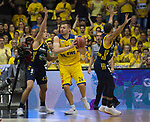 15.05.2018, EWE Arena, Oldenburg, GER, BBL, Playoff, Viertelfinale Spiel 4, EWE Baskets Oldenburg vs ALBA Berlin, im Bild<br /> <br /> Rasid MAHALBASIC (EWE Baskets Oldenburg #24)<br /> Luke SIKMA (ALBA Berlin #43 )<br /> Foto &copy; nordphoto / Rojahn