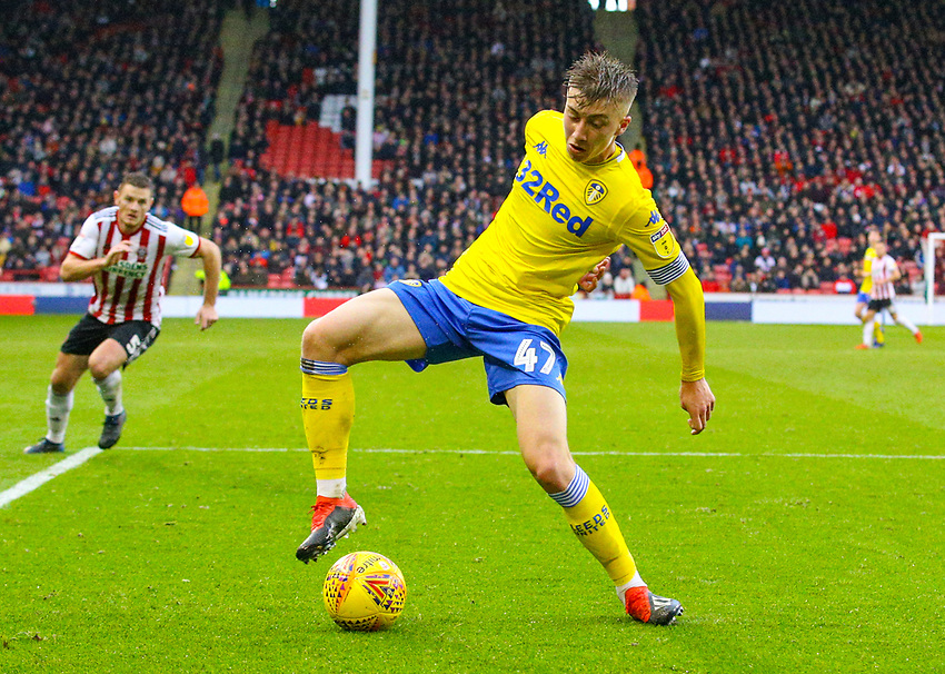 Leeds United's Jack Clarke gathers the a misplaced pass from Sheffield United's Dean Henderson<br /> <br /> Photographer Alex Dodd/CameraSport<br /> <br /> The EFL Sky Bet Championship - Sheffield United v Leeds United - Saturday 1st December 2018 - Bramall Lane - Sheffield<br /> <br /> World Copyright © 2018 CameraSport. All rights reserved. 43 Linden Ave. Countesthorpe. Leicester. England. LE8 5PG - Tel: +44 (0) 116 277 4147 - admin@camerasport.com - www.camerasport.com