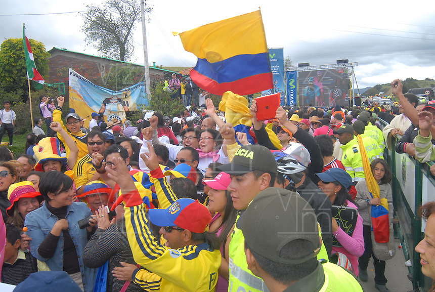 COMBITA -COLOMBIA. 01-06-2014. Habitantes de la Vereda 'La chorrera´ del municipio de Cómbita se reunieron a festejar el triunfo de Nairo Quintana ( Movistar team) como campeón general de la versión 97 del Giro de Italia 2014 la Segunda carrera de ciclismo más importante del mundo./ Residents of the village of 'La Chorrera' Combita Township gathered to celebrate the triumph of Nairo Quintana (Movistar Team) as overall champion for version 97 of the Giro d'Italia 2014, the second race of the world's largest cycling. Photo: VizzorImage/ Jose Miguel Palencia / Str