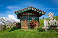 Oesterreich, Salzburger Land, Pinzgau, Dienten am Hochkoenig: Almabtriebsfest auf der Buerglalm vorm Hochkoenig - hier fuert der Salzburger Almenweg entlang | Austria, Salzburger Land, region Pinzgau, Dienten am Hochkoenig: Salzburg alpine mountain pastures trail passing Buerglalm
