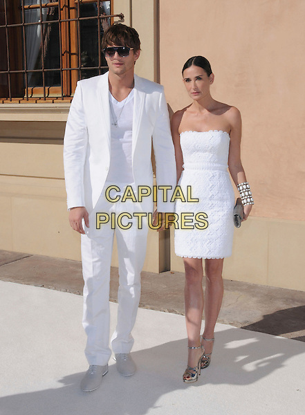 ASHTON KUTCHER & DEMI MOORE .at The White Party  held at  private Estate in Cold Water Canyon, California, USA, July 4th 2009.                                                                   .Independence Day full length white suit couple married husband wife strapless dress silver sandals clutch bag cuff sunglasses bracelet strappy metallic .CAP/DVS.©Debbie VanStory/RockinExposures/Capital Pictures