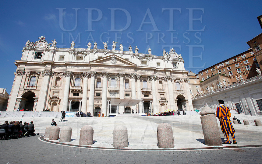 Papa Francesco tiene l'udienza generale del mercoledi' in Piazza San Pietro, Citta' del Vaticano, 21 maggio 2014.<br /> Pope Francis attends his weekly general audience in St. Peter's Square at the Vatican, 21 May 2014.<br /> UPDATE IMAGES PRESS/Isabella Bonotto<br /> <br /> STRICTLY ONLY FOR EDITORIAL USE