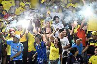 BARRANQUILLA – COLOMBIA - 05 – 10 - 2017: Hinchas de Colombia animan a su equipo, durante partido entre los seleccionados de Colombia y Paraguay, de la fecha 17 válido por la clasificación a la Copa Mundo FIFA Rusia 2018, jugado en el estadio Metropolitano Roberto Melendez en la ciudad de Barranquilla. /  Fans of Colombia cheer for their team, during match between the teams of Colombia and Paraguay, of the date 17th valid for the Qualifier to the FIFA World Cup Russia 2018, played at Metropolitan stadium Roberto Melendez in Barranquilla city. Photo: VizzorImage / Luis Ramirez / Staff.