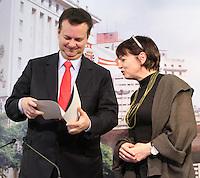 ATENCAO EDITOR: FOTO EMBARGADA PARA VEICULO INTERNACIONAL - SAO PAULO, SP, 14 SETEMBRO 2012 - Entrega do prêmio Wekbund-Label 2012 pela prof. Miriam Gautschi ao prefeito Kassab Kassab que premiou a lei Cidade Limpa da prefeitura de São Paulo na sede da prefeitura na capital paulista  nessa sexta. (FOTO: LEVY RIBEIRO / BRAZIL PHOTO PRESS)