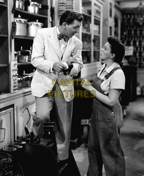 EDDIE BRACKEN & JUDY GARLAND.in Summer Stock.*Filmstill - Editorial Use Only*.CAP/PLF.Supplied by Capital Pictures.