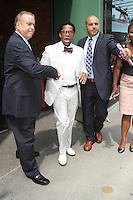NEW YORK CITY, NY - August 07, 2012: D.L. Hughley at Good Afternoon America in New York City. © RW/MediaPunch Inc. /NortePhoto.com<br /> <br /> **SOLO*VENTA*EN*MEXICO**<br /> **CREDITO*OBLIGATORIO** <br /> *No*Venta*A*Terceros*<br /> *No*Sale*So*third*<br /> *** No Se Permite Hacer Archivo**<br /> *No*Sale*So*third*