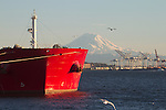 Seattle, Mount Rainier, Grain ship, bulk carrier, Voge Challenger, loading at grain terminal, Port of Seattle, Terminal 86, ship assist, Enhanced tractor tug, Lindsey Foss, Elliott Bay, Puget Sound, Washington State, Pacific Northwest, North America, United States, Pacific Rim Trade,