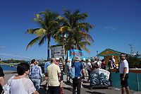 Touristen im Hafen von Nassau, Bahamas - 26.01.2020: Nassau