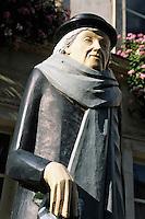 Europe/France/89/Yonne/Auxerre: Statue de Marie NOEL rue de l'Horloge XVème siècle
