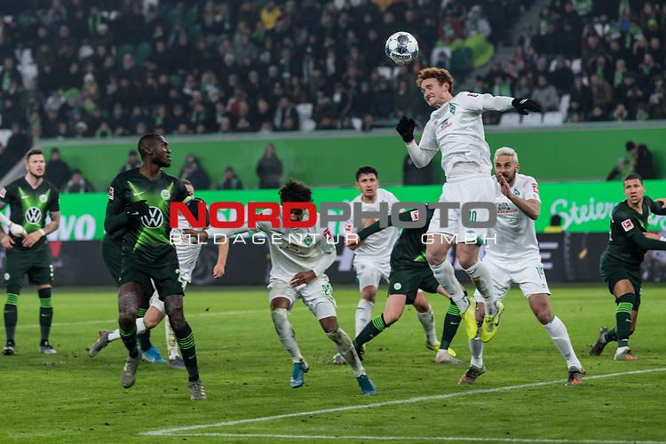01.12.2019, Volkswagen Arena, Wolfsburg, GER, 1.FBL, VfL Wolfsburg vs SV Werder Bremen<br /> <br /> DFL REGULATIONS PROHIBIT ANY USE OF PHOTOGRAPHS AS IMAGE SEQUENCES AND/OR QUASI-VIDEO.<br /> <br /> im Bild / picture shows<br /> Joshua Sargent (Werder Bremen #19) klärt mit Kopfball, <br /> <br /> Foto © nordphoto / Ewert