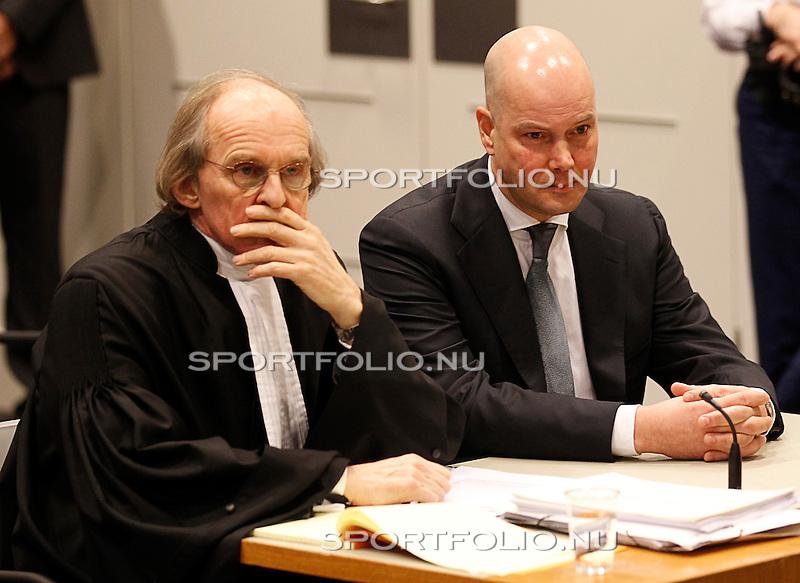 Nederland, Utrecht, 28 december 2011.Steven ten Have (r), voorzitter van de Raad van Commissarissen van Ajax zit naast zijn advocaat Stefan Kalff voor het kort geding van Tscheu La Ling