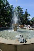 Springbrunnen in Swieradow Zdroj, Woiwodschaft Niederschlesien (Wojew&oacute;dztwo dolnośląskie), Polen, Europa<br /> Fountain in Swieradow Zdroj, Poland, Europe