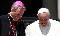 Papa Francesco sorride con Monsignor Georg Gaenswein al termine dell'udienza generale del mercoledi' in Piazza San Pietro, Citta' del Vaticano, 4 giugno 2014.<br /> Pope Francis shares a smile with Monsignor Georg Gaenswein at the end of his weekly general audience in St. Peter's Square at the Vatican, 4 June 2014.<br /> UPDATE IMAGES PRESS/Isabella Bonotto<br /> <br /> STRICTLY ONLY FOR EDITORIAL USE