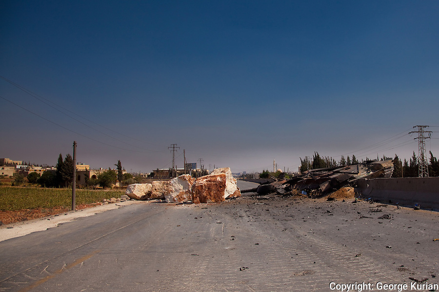 FSA roadblock to prevent army tanks from entering Anadan