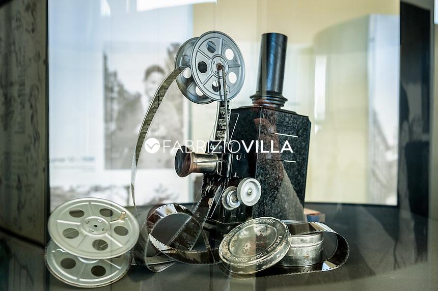 Fårö, l'isola svedese del regista Ingmar Bergman..Fårö si trova a nord della grande isola di Gotland, separata dallo Stretto di Fårö attraversabile in traghetto. Il regista svedese Ingmar Bergman, che ha visitato lisola per la prima volta nel 1960 alla ricerca di location per Come in uno specchio, quindi è ritornato nel 1965 per le riprese di Persona.  Fu allora che decise di costruire una casa con vista panoramica sul mare.  A Fårö, Bergman ha realizzato 6 film e una serie televisiva, traendo sicuramente lispirazione dai paesaggi brulli e rocciosi. DAL 23 GIUGNO AL 28 GIUGNO si terrà La Settimana di Bergman (Bergman Week) è una celebrazione dell'arte del grande regista, con film, ospiti, seminari e tour nelle film locations a Fårö nell'isola di Gotland.. Photo Fabrizio Villa