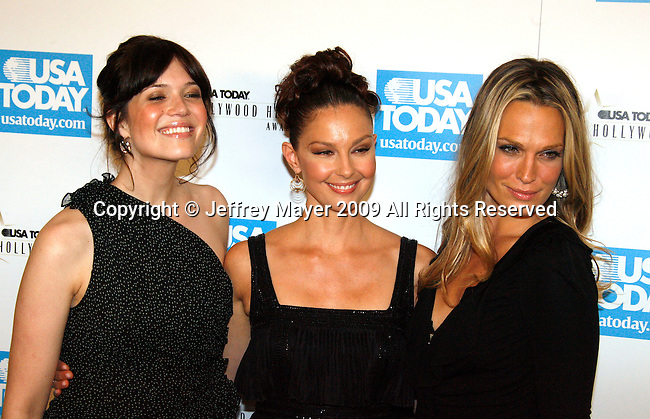 BEVERLY HILLS, CA. - November 10: Mandy Moore, Ashley Judd and Molly Sims arrive at the USA Today Hollywood Hero Awards at Montage Beverly Hills on November 10, 2009 in Beverly Hills, California.