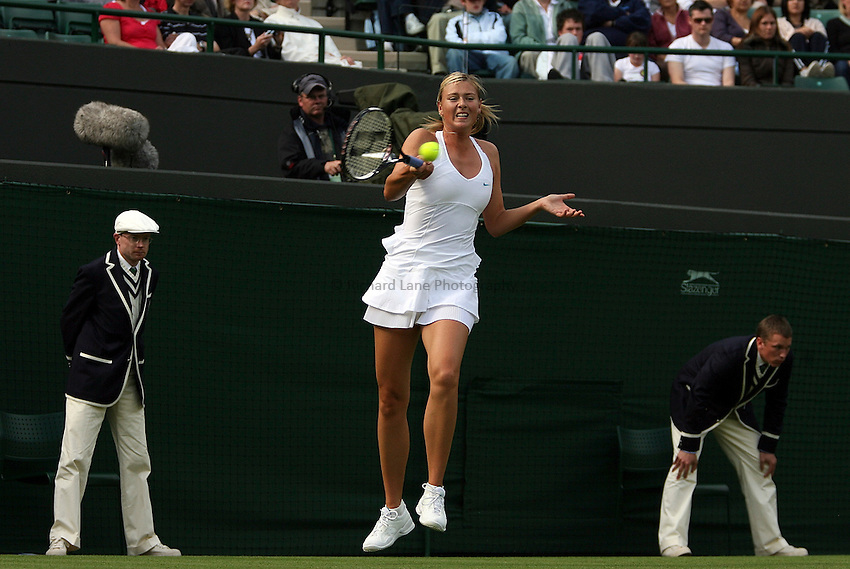 Photo: Paul Thomas..Wimbledon Championships. 26/06/2007..Maria Sharapova (RUS) during her match against Yung-Jan Chan.