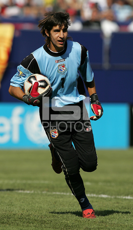 July 24, 2005: East Rutherford, NJ, USA:  Panamanian goalkeeper Jaime Penedo (1) makes a save during the CONCACAF Gold Cup Finals at Giants Stadium.  The USMNT won 3-1 on penalty kicks.