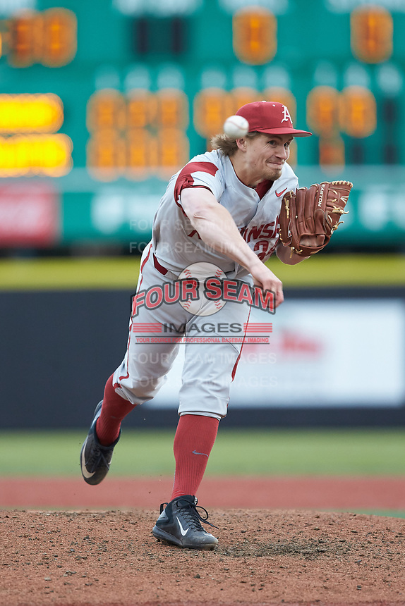Arkansas Razorbacks relief pitcher Jake Reindl (34) delivers a pitch to the plate against the Charlotte 49ers at Hayes Stadium on March 21, 2018 in Charlotte, North Carolina.  The 49ers defeated the Razorbacks 6-3.  (Brian Westerholt/Four Seam Images)