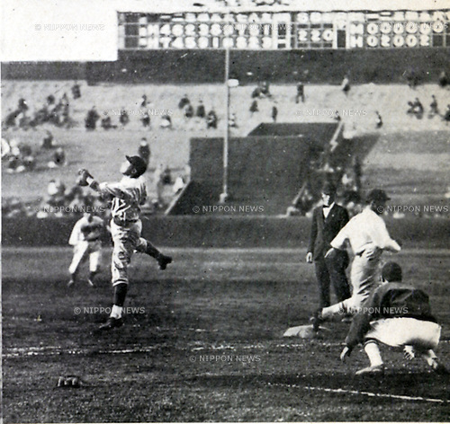 April 30, 1932, Tokyo, Japan - Tokyo Big 6 Baseball League, Meiji University VS Hosei University. the Big 6 League is an intercollegiate baseball league that features six prominent universities in the Tokyo area since 1925. All games are played at Meiji Jingu Stadium in Kasumigaoka District, Shinjuku City in Downtown Tokyo. (Photo by Kingendai Photo Library/AFLO)