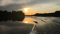 Rio Erepecuru; na bacia do rio Trombetas, transportando moradores e produtos para os territórios quilombolas e indígenas. Bacia do Trombetas. Oriximiná, Pará, Brasil.<br /> Foto Roberta Ramos<br /> 09/2016
