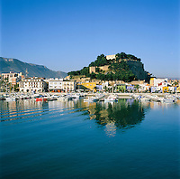 Spain, Costa Blanca, Denia: Harbour and castle of Denia | Spanien, Costa Blanca, Denia: Hafen unterhalb der Burg von Denia