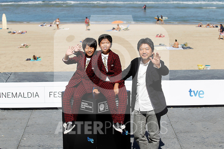 Japanese director Hirokazu Kore-Eda (R) poses with actors Oshiro Maeda (C) and his brother Koki Maeda (L) after the screening of their film 'Kiseki' (I Wish) during the 59th San Sebastian Donostia International Film Festival - Zinemaldia.September 20,2011.(ALTERPHOTOS/ALFAQUI/Acero)