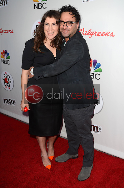 Mayim Bialik, Johnny Galecki<br /> at the Red Nose Day 2016 Special, Universal Studios, Universal City, CA 05-26-16<br /> David Edwards/DailyCeleb.Com 818-249-4998