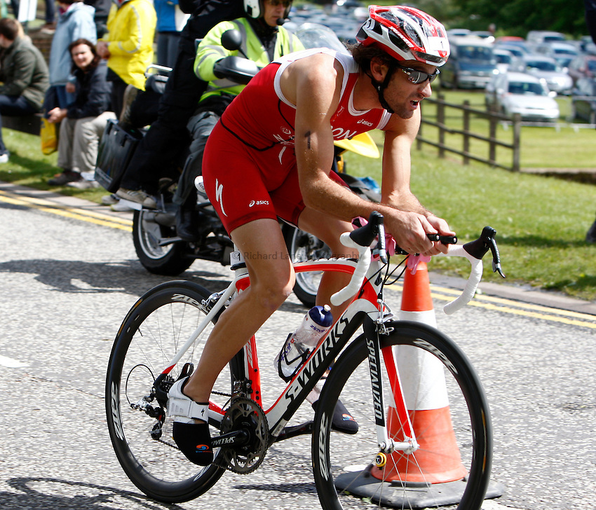 Photo: Richard Lane/Richard Lane Photography. GE Strathclyde Park Triathlon. 22/05/2011. Elite Men winner, Tim Don cycling.