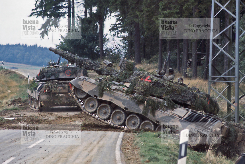 - Leopard  tank during NATO exercises in Germany ....- carro armato Leopard  durante esercitazioni NATO in Germania