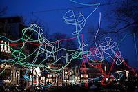 Nederland Amsterdam 2015. Amsterdam Light Festival. Paths Crossing van Ralf Westerhof in de Herengracht.