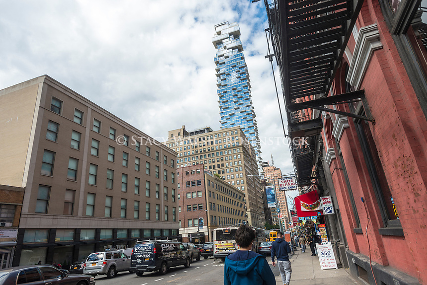 New York, USA The 60 story condo, 54 Leonard Streed, known as the Jenga Building, rises above loft, commercial and industrial buildings in TriBeCa ©Stacy Walsh Rosenstock