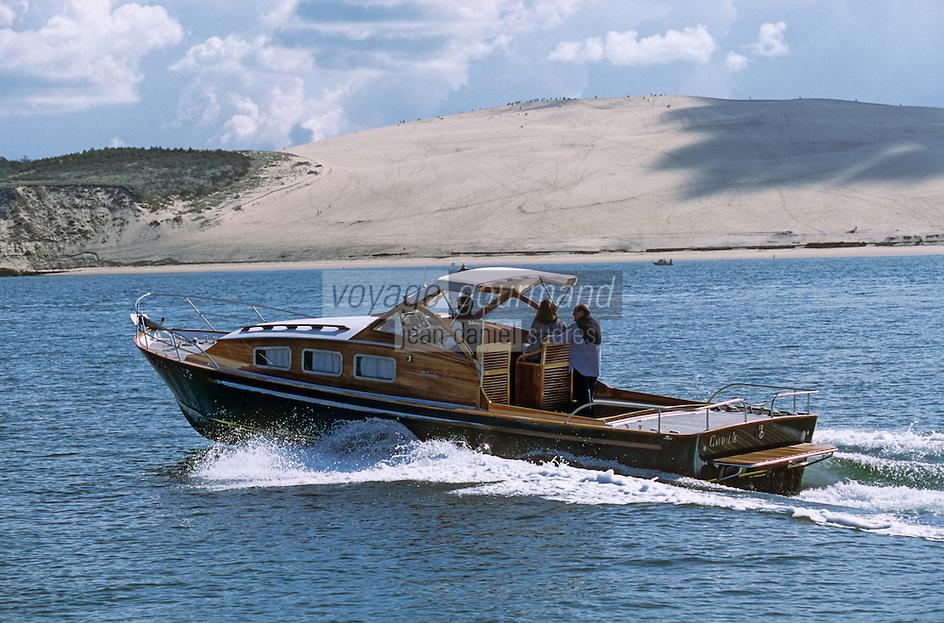 Europe/France/Aquitaine/33/Gironde/Bassin d'Arcachon: Pinasse des chantiers Dubourdieu devant la dune du Pilat