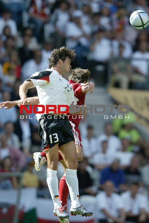Europameisterschaft 2004 Portugal<br /> <br /> Lettland - Deutschland <br /> <br /> Kopfballduell Michawel Ballack und Imants Bleidelis<br /> <br /> Foto &copy; nordphoto<br /> <br /> <br /> <br /> Gemaess Auflage der UEFA duerfen saemtliche Bilder von der EURO 2004 nicht fuer MMS Dienste oder sonstige Dienste via Mobiltelefon oder mit PDAs genutzt werden.<br /> <br /> <br /> <br /> <br /> <br />  *** Local Caption *** Foto ist honorarpflichtig! zzgl. gesetzl. MwSt.<br /> <br />  Belegexemplar erforderlich<br /> <br /> Adresse: nordphoto<br /> <br /> Georg-Reinke-Strasse 1<br /> <br /> 49377 Vechta<br /> <br /> Telefon: 04441-89400 / Fax: 04441-894022