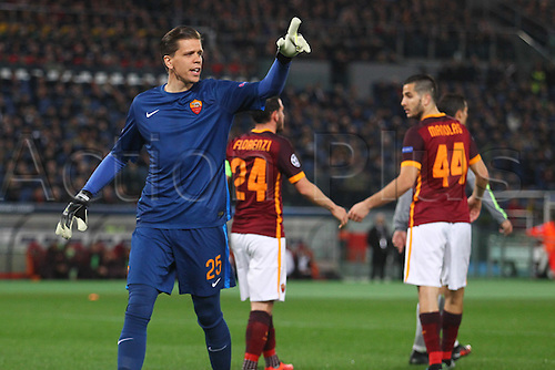 17.02.2016. Stadio Olimpico, Rome, Italy. UEFA Champions League, Round of 16 - first leg, AS Roma versus Real Madrid.  SZCZESNY WOJCIECH GOALKEEPER OF ROMA looks to the assistant referee for a decision