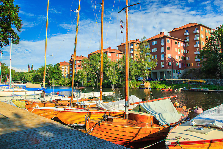 Träbåtar vid en båtklubbs brygga vid Pålsundet Långholmen Stockholm